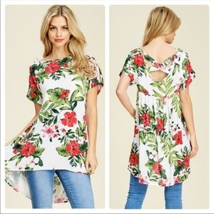NEW! FLORAL TOP IN SIZE SMALL